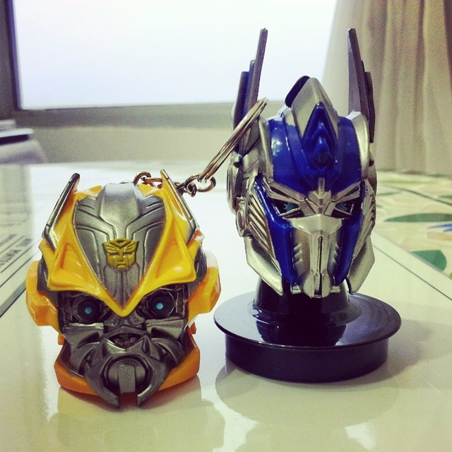 A.. I think i may be bias, but Bumble Bee more shuai!!! :D @__xinn u want which one? @irishuiling wait for meeeeeeeeeeeeee