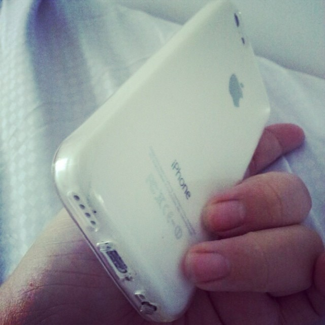 I love the transparent casing, totally shows off the white! :D