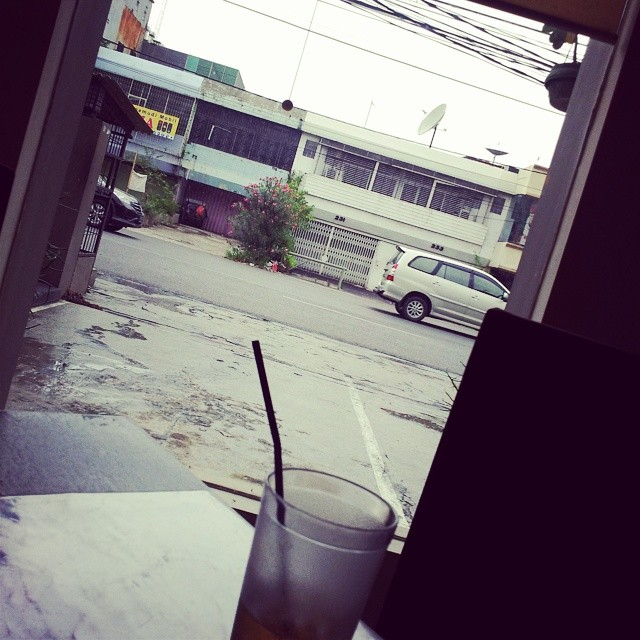 Blessedness is sitting in your favorite restaurant, on a rainy day, watching the cars go by, knowing that you've had all your physical prep done for the sch reopen season. Blessed is me.. :) Hallelujah, thankful much.