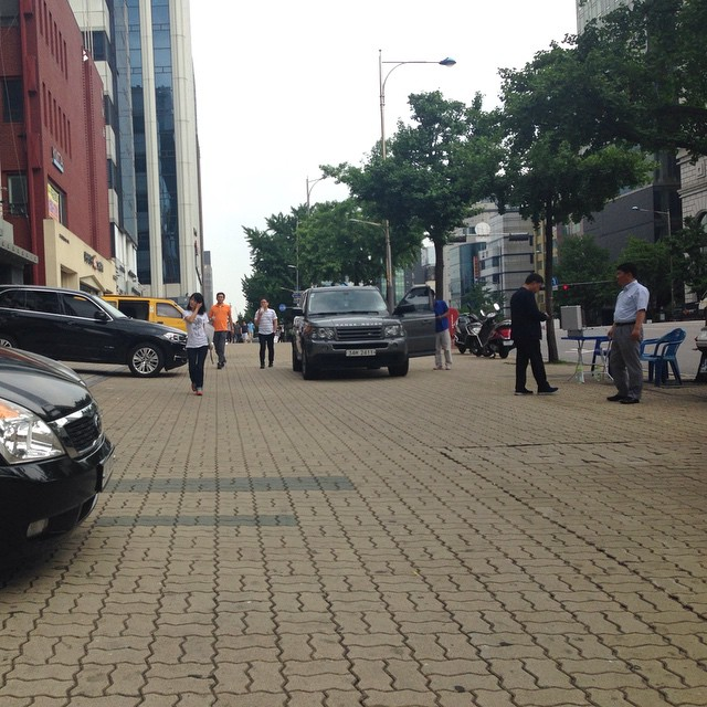 pedestrian walkway is part of the carpark outside building. it's not of the road road.. but cars just turn out n...