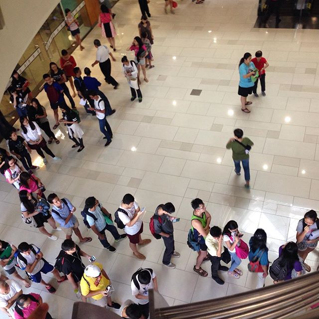 UOB Bank queue (What's with this week's banking circle?)
