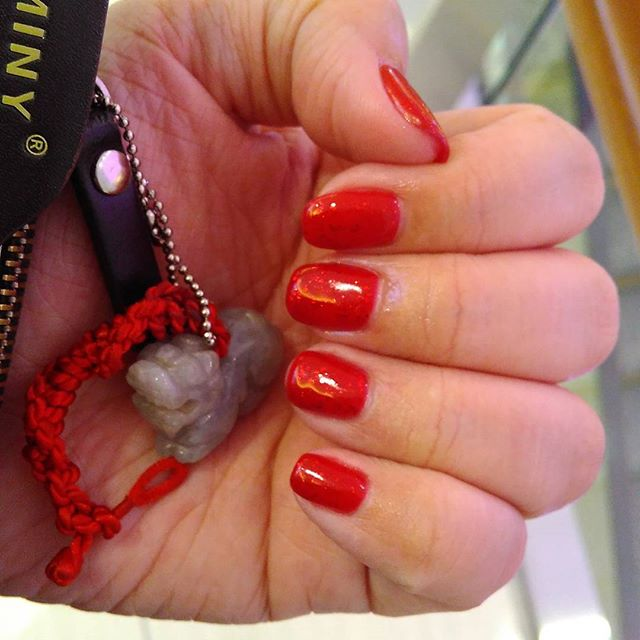 Usually not a fan of gelish, but tot since its for CNY too. Lets see how long more before I beg myself to have it removed. :D