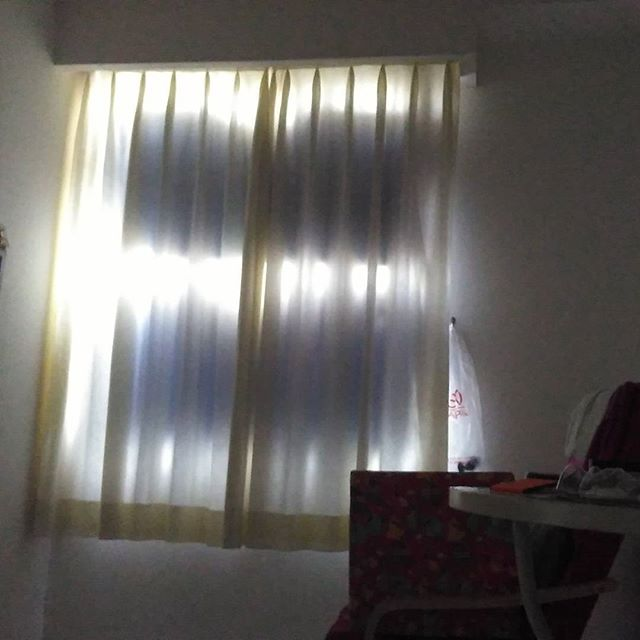 Bcos white drapes doesn't keep much lights out at 9:30am sg time