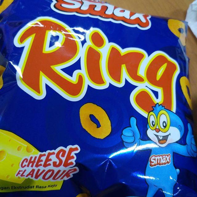 My sad alternative to Super Ring, Cheezels.. :(
